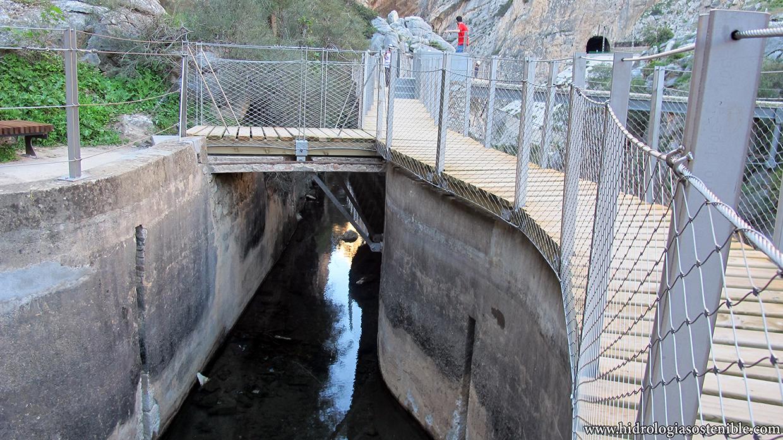 Caminito del Rey junto al canal de agua