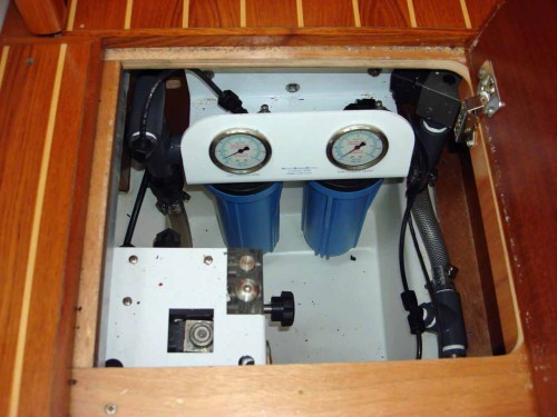 Horizon watermaker pressure gauges